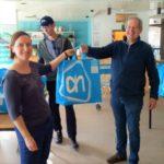 Vrijwilligers ontvangen paaspakket